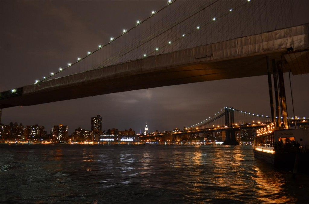 Manhattan noaptea – vedere de pe Brooklyn Bridge si Brooklyn Heights