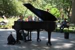Într-o zi de vară, un pianist …