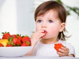 copiii si fructele